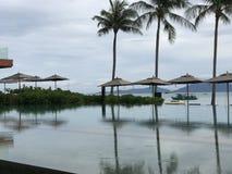 Früher Morgen, Pool in Thailand Stockfotografie