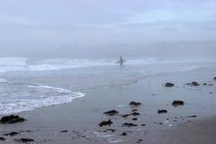 Früher Morgen am Strand lizenzfreie stockbilder