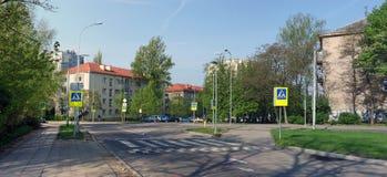 Früher sonniger Morgen an den Kreuzungen in Vilnius Lizenzfreie Stockfotografie