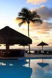 Früher Tag am Swimmingpool in Bahia - Brasilien. Lizenzfreie Stockfotos