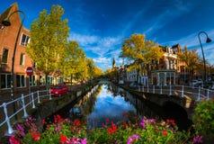 Frühherbstmorgen in Delft Stockbilder
