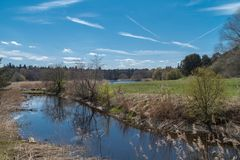 Frühling auf Fluss stockfotos