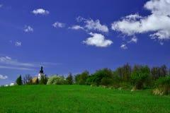 Frühling in Bruntal-Kirche Lizenzfreie Stockbilder