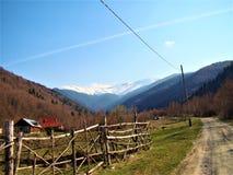 Frühling in der Landschaft in schönem Rumänien stockfoto