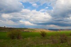 Frühling durch Felder Stockbilder