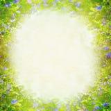 Frühling sommer Natur verwischte Hintergrund mit den grünen und blauen Blumen Stockfotografie