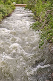 Frühlings-Abfluss in der Wasserfall-Schlucht Lizenzfreies Stockbild