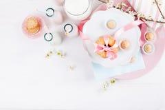 Frühlings-Babyparty im Rosa Stockfotos