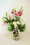 Frühlings-Blumen-Anordnung stockfotos
