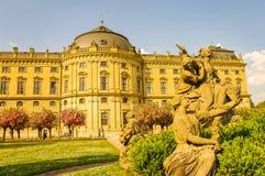 Frühlings-Garten in der Blüte am Wohnsitz in Würzburg, Deutschland Lizenzfreies Stockbild