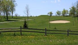 Frühlings-Golfplatz-Ansicht lizenzfreie stockfotografie