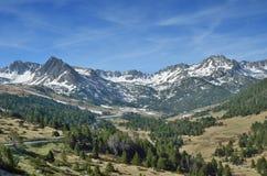 Frühlingsansicht des Berges Andorra stockfotografie