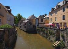 Frühlingsansicht einer Straße mit Cafés von Bayeux, Calvados Abteilung von Normandie, Frankreich Lizenzfreies Stockbild