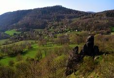 Frühlingsansicht von Lysa-Hügel stockbilder