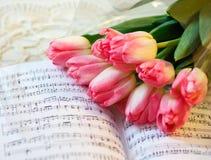 Frühlingsblumenstrauß von Tulpen Lizenzfreie Stockfotografie