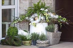 Frühlingsdekorationsblumenladen Stockbilder