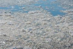 Frühlingseisgang auf dem Fluss Die Beschaffenheit des Eises Lizenzfreie Stockfotografie