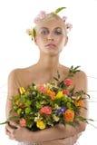 Frühlingsfrau mit Blumenstrauß Stockfotos