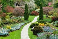 Frühlingsgartenansicht Stockfotos