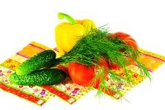 Frühlingsgemüse und -dill für Salat auf einem weißen Hintergrund Lizenzfreies Stockbild