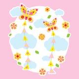 Frühlingskarte mit netten Schmetterlingen fliegen auf den Himmel Lizenzfreies Stockbild