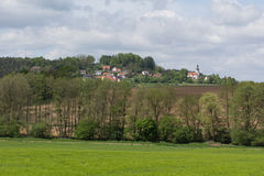 Frühlingslandschaft im Bayern Stockfotos