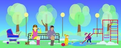 Frühlingspark und -mütter mit Kindern auf Spielplatz Stockfotografie