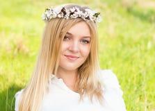 Frühlingsportrait der jungen Frau Lizenzfreies Stockbild