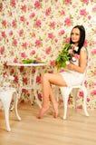 Frühlingsportrait mit einem Blumenstrauß der Tulpen Lizenzfreies Stockfoto