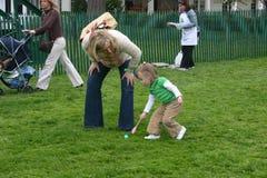 Frühlingsrolle des Weißen Hauses - schwangere Mutter und kleines Mädchen Lizenzfreies Stockbild