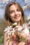Frühlingsschönheit in der Natur mit Blumen. stockbild