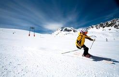Frühlingsskifahren in Österreich. Lizenzfreies Stockfoto