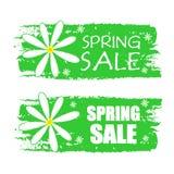 Frühlingsverkauf mit Blumen unterzeichnet, grünt gezogene Aufkleber Stockfotografie