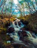 Frühlingswasserfall Lizenzfreie Stockbilder