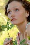 Frühlingszeit der jungen Frau Lizenzfreie Stockfotos