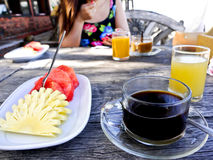 Frühstück auf dem Strand jpg Lizenzfreies Stockbild