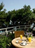 Frühstück auf Terrasse Stockfoto