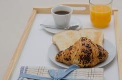 Frühstück am Bett Stockbilder
