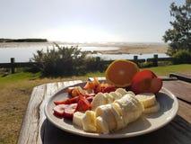 Frühstück durch den Ozean Stockbild