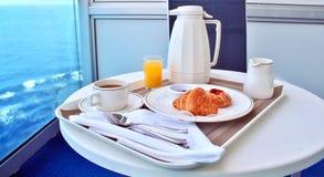 Frühstück durch Zimmerservice Stockfotos