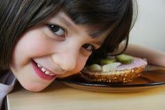 Frühstück im Kindergarten Stockfotografie