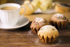 Frühstück: Kaffee und Muffins Lizenzfreies Stockfoto
