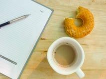 Frühstück mit Arbeit Lizenzfreie Stockfotos