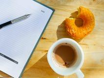 Frühstück mit Arbeit Stockfotos