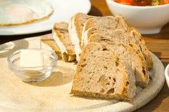 Frühstück mit Brot Stockfotos