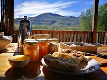Frühstück mit einer Ansicht Lizenzfreie Stockfotos
