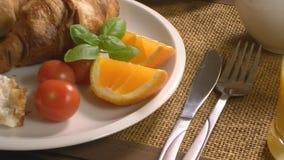 Frühstück mit Hörnchen und Saft stock video footage