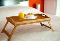 Frühstück mit Orangensaft Stockfotos