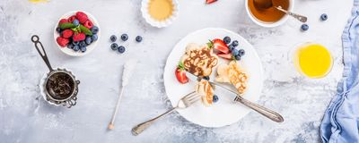 Frühstück mit schottischen Pfannkuchen lizenzfreie stockfotografie