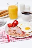 Frühstück mit Spiegeleiern und Speck Stockbild